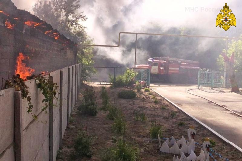 В Шадринске огнеборцы ликвидировали крупный пожар